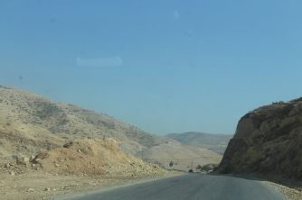 Road that links South Shuneh to Amman